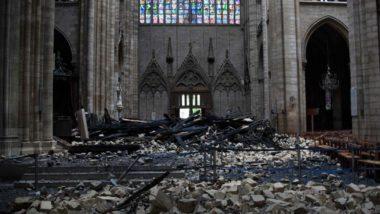 Destroços no interior da Catedral de Notre-Dame em 16 de abril, um dia após o incêndio que destruiu parcialmente o monumento histórico e religioso no centro da capital francesa. Foto: Amaury Blin / AFP