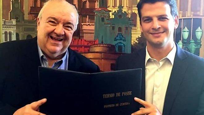 Rafael Greca transmite o cargo interinamente para Eduardo Pimentel. Foto: Divulgação/Prefeitura de Curitiba