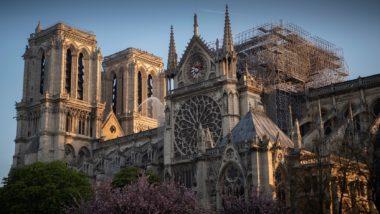 Catedral Notre-Dame de Paris na manhã seguinte ao incêndio.