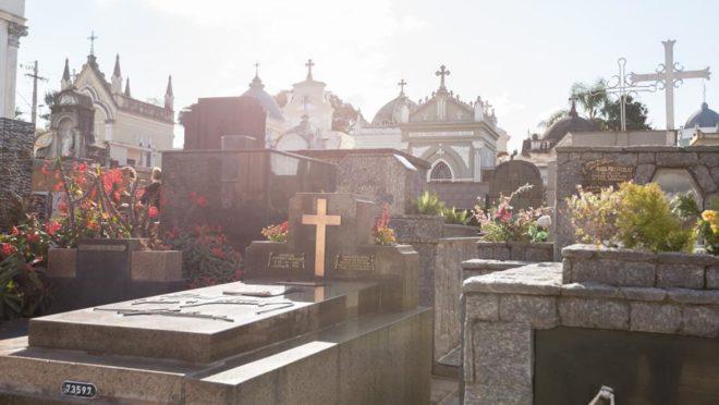 Túmulos no Cemitério Municipal São Francisco de Paula