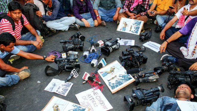 Fotógrafos e jornalistas protestas contra ataques à imprensa (Imagem: Pixabay_