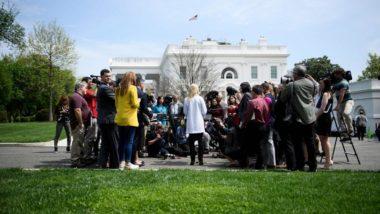 A conselheira do presidente Donald Trump fala com jornalistas em frente à Casa Branca após a divulgação do relatório do procurador especial Robert Mueller, 18 de abril, Washington (EUA). Foto: Brendan Smialowski / AFP