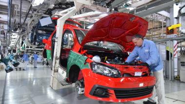 Linha de produção da Volkswagen, em Taubaté (SP)