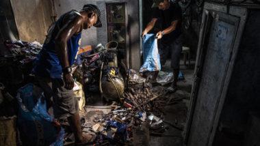 Equipamento para a fabricação ilegal de armas e peças em uma estação de polícia em Danao, Fiipinas, 17 de janeiro de 2019. A produção ilegal de armas tem oferecido sustento por gerações em uma área pobre e remota das Filipinas. Ela também alimenta o terrorismo, assassinatos políticos e mortes extrajudiciais. Foto: Jes Aznar / The New York Times