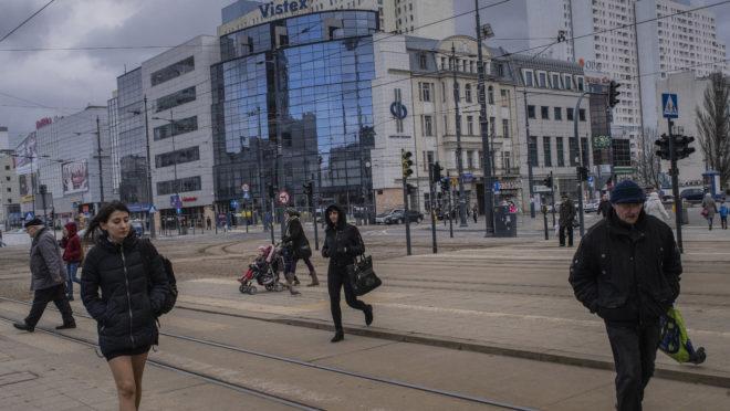 Centro da cidade de Lodz, que viu a sua população diminuir de 850 mil para menos de 690 mil após a entrada da Polônia na União Europeia, 20 de fevereiro de 2019. Foto: Laura Boushnak / The New York Times