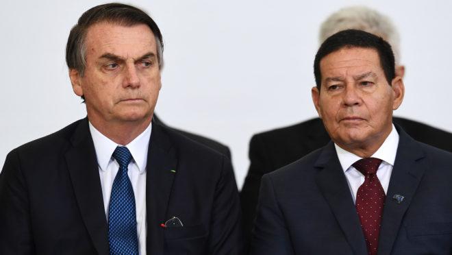 O presidente Jair Bolsonaro e o vice Hamilton Mourão em evento sobre 100 dias do governo no Palácio do Planalto em 11 de abril de 2019