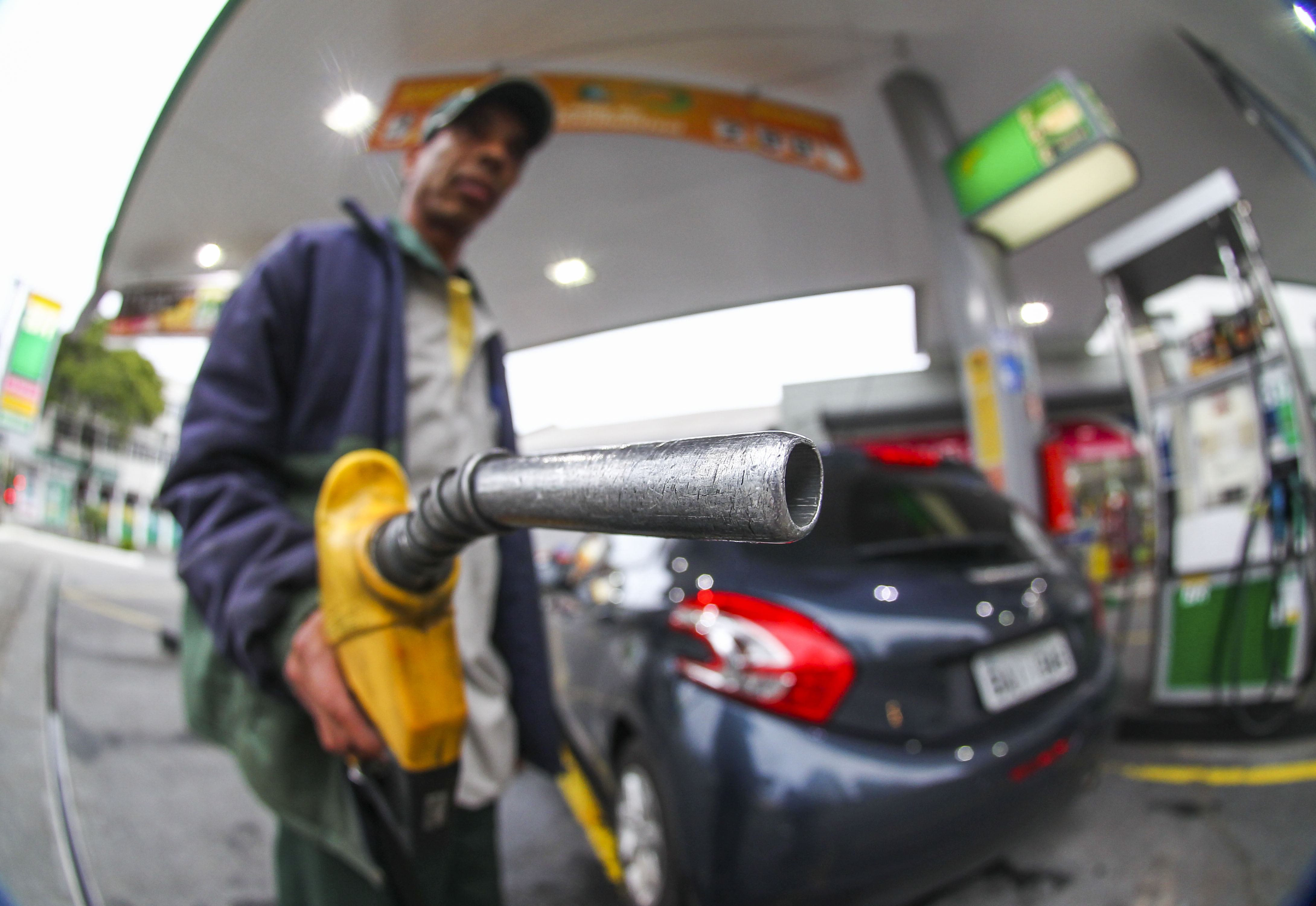 Bomba de combustível em posto. Gasolina, Diesel, Petrobras