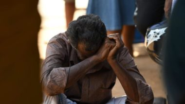 Parente de vítima da explosão em um igreja chora em frente ao hospital em Batticaloa, Sri Lanka, 21 de abril. Foto: LAKRUWAN WANNIARACHCHI / AFP