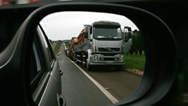 Protesto de caminhoneiros na região de Foz do Iguaçu. Foto: Christian Rizzi/ Arquivo Gazeta do Povo