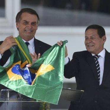 Ataques de Carlos Bolsonaro a Mourão insinuam que vice-presidente seria um incômodo ao presidente da República (Foto: Marcello Casal Jr/Agência Brasil)