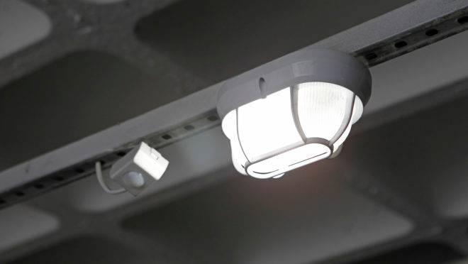 Energia elétrica - lâmpada usada em condomínio sustentável