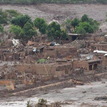A tragédia de Mariana ocorreu no dia 5 de novembro de 2015: rejeitos de mineração cobriram o distrito de Bento Rodrigues. Foto: Antonio Cruz/Agência Brasil.