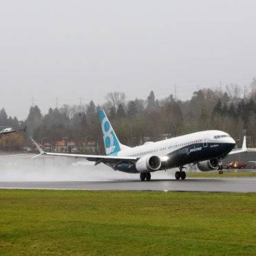 Boeing 737 Max decola do aeroporto de Renton (EUA), em 2016