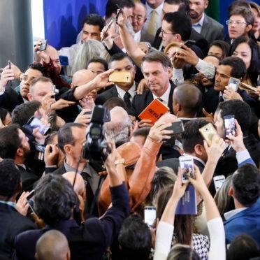 Presidente Jair Bolsonaro durante a solenidade de sanção da Lei da Empresa Simples de Crédito. Foto: Isac Nóbrega/PR