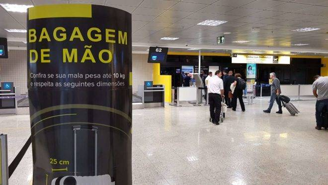 Fiscalização de bagagem de mão no Aeroporto Afonso Pena