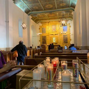 """A Iglesia Nuestra Señora Reina de Los Angeles, conhecida como """"La Placita"""" serve como abrigo seguro para muitos imigrantes latinos que chegam aos EUA. Foto: Raphael Sibilla"""