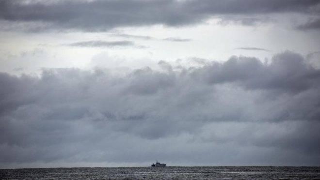 Um barco da guarda costeira de Trinidad e Tobago patrulha o Golfo de Paria em julho de 2018