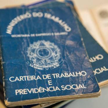 Carteira de Trabalho e Previdência Social. INSS. Aposentadoria. Reforma da Previdência