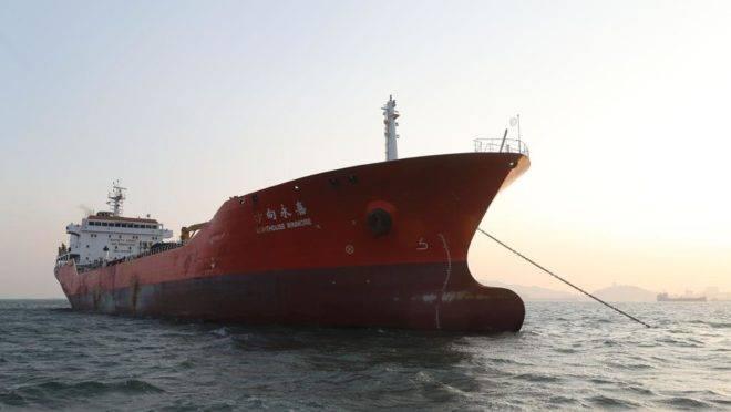 Navio de Hong Kong é detido brevemente na Coreia do Sul suspeito de transferir produtos petrolíferos para a Coreia do Norte em 29 de dezembro de 2017, violando as sanções da ONU | Foto: Divulgação Coreia do Sul/AFP