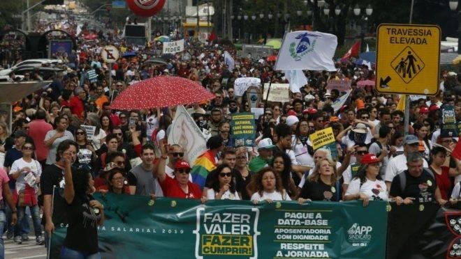 Servidores estaduais fizeram protesto nesta segunda-feira (29). Crédito: Alexandre Mazzo