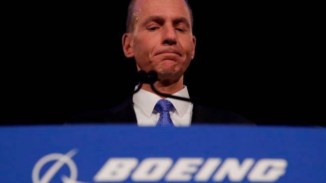 boeing-ceo-dennis-muilenburg  - dennis muilenburg ceo boeing 660x372 - Crise do Boeing 737 Max pode diminuir PIB americano em meio ponto percentual