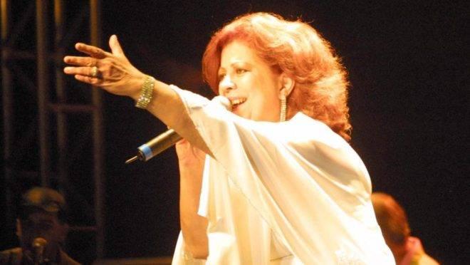 A cantora e sambista Beth Carvalho se apresenta em Londrina (Foto: Gilberto Abelha/Arquivo Gazeta do Povo)