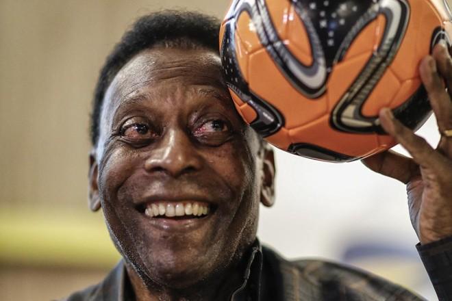 Pelé, em visita recente a colégio de Curitiba. | Jonathan Campos/Gazeta do Povo