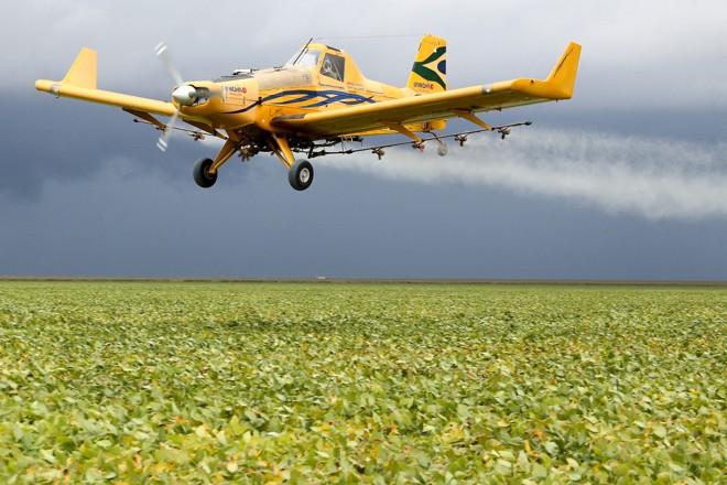 Vantajosa e eficiente, aviação agrícola decola no Brasil