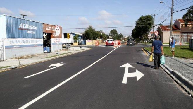 Rua Niterói já teve o sentido único implantado pela Setran nesta semana. Foto: Aniele Nascimento / Gazeta do Povo