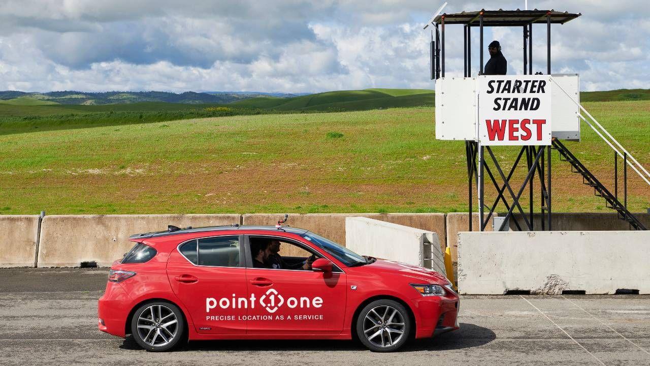 Lexus CT200h lançado pela Point One Navigation, durante a Self Racing Cars, um evento anual de pista aberta para veículos autônomos, em Willows, na Califórnia.