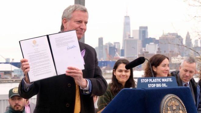 O prefeito de Nova York, Bill de Blasio, participa de evento público na cidade