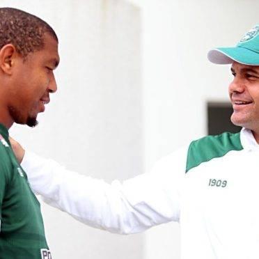 Rodrigão e o técnico Umberto Louzer. Foto: Albari Rosa/ Gazeta do Povo