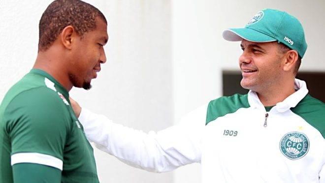 """""""Não podemos ficar dependentes do Rodrigão"""", cobra treinador do Coritiba"""