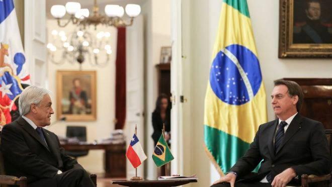 Jair Bolsonaro durante reunião com o presidente do Chile, Sebastián Piñera.