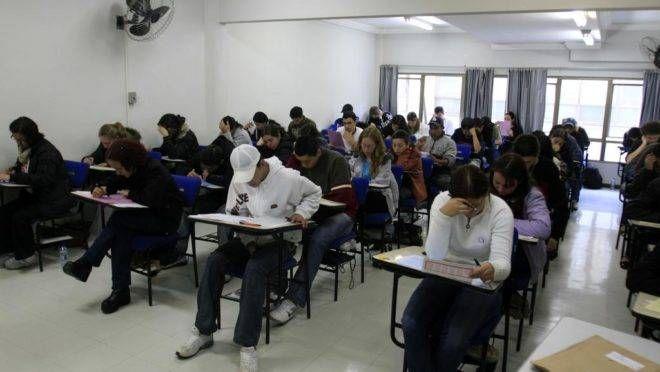 Estudantes realizam prova do Enem de olho em uma vaga na universidade. | Daniel Derevecki / Gazeta do Povo