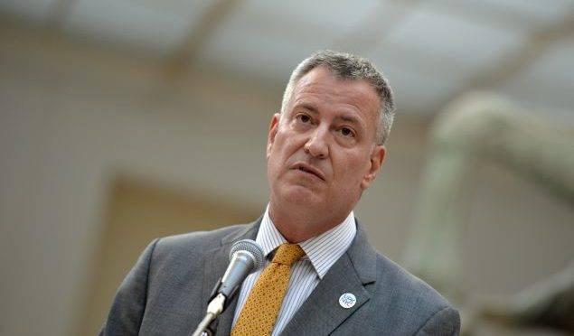 O prefeito de Nova York, Bill de Blasio, fala durante uma coletiva de imprensa no Museu Capitolino, em Roma, em 2014