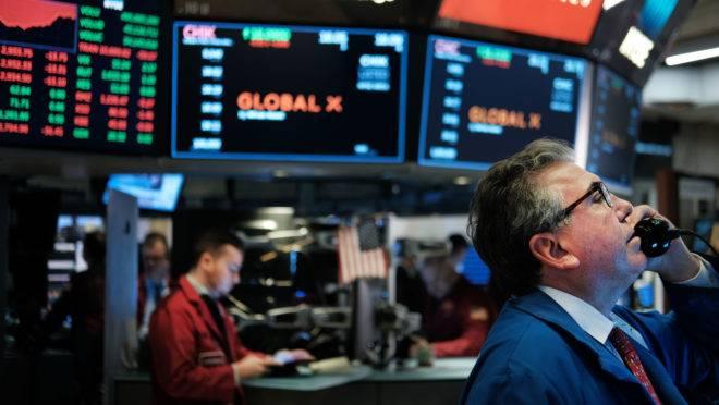 Bolsa de Nova York fechou em baixa diante das ameaças de Donald Trump
