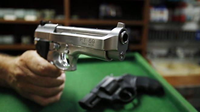 Revólver e pistola. Foto: Albari Rosa/Gazeta do Povo