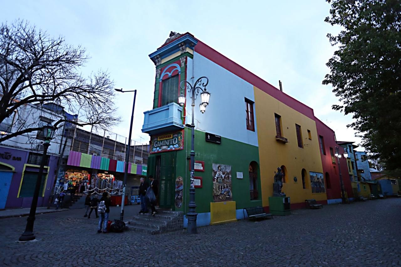 Ponto turístico do bairro, Caminito está a poucas quadras da casa do Boca Juniors. Albari Rosa/Gazeta do Povo - enviado especial