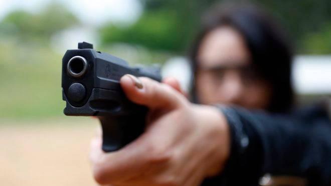 Curso de tiro da Target treinamento tatico - estande de tiro da Target onde instrutores ensinam os alunos a manejar armas de fogo - pistola 380 - revolver - carabina - escopeta - disparo de arma de fogo