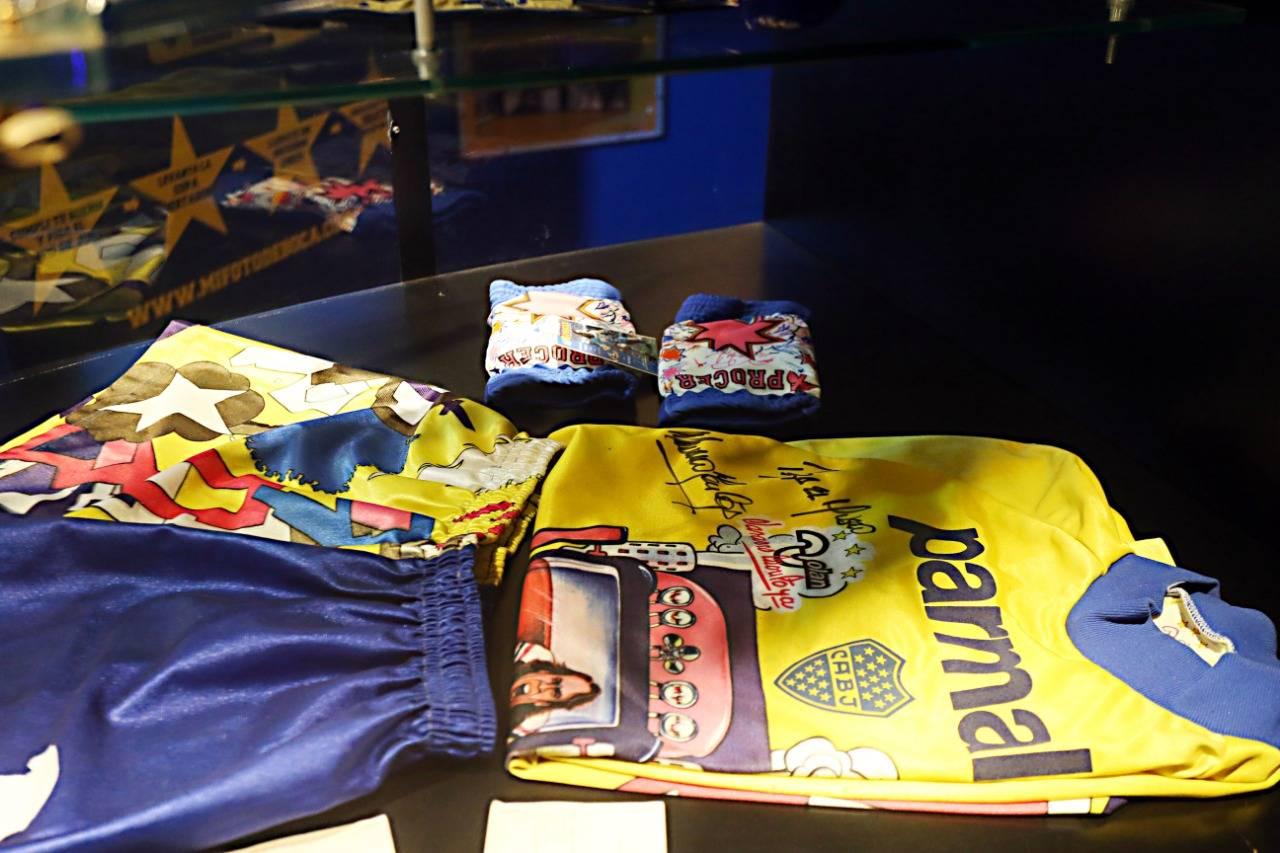Roupas espalhafatosas de Navarro Montoya em destaque no museu do Boca Juniors. Foto: Albari Rosa/Gazeta do Povo