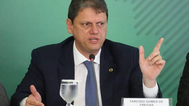 O ministro da Infraestrutura, Tarcísio Gomes de Freitas, durante coletiva para anunciar novas medidas para atender o setor de transporte de cargas do país.
