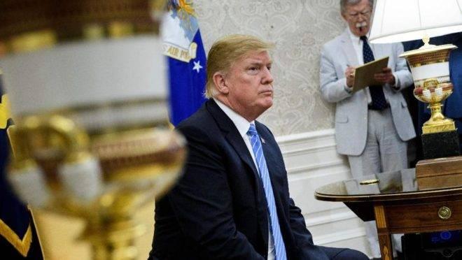 Presidente dos Estados Unidos, Donald Trump, e seu assessor de segurança nacional, John Bolton