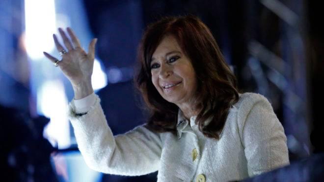"""Ex-presidente da Argentina Cristina Kirchner apresenta seu livro """"Sinceramente"""", na Feira do Livro em Buenos Aires"""