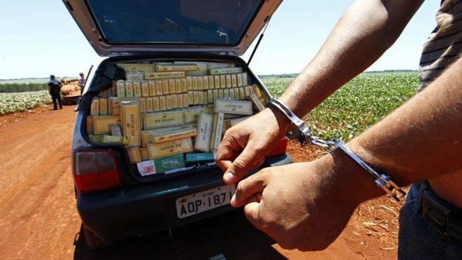 Contrabandista de cigarro é preso no Oeste do Paraná. Foto: Albari Rosa/Gazeta do Povo