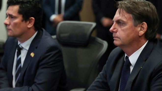 O presidente Jair Bolsonaro, acompanhado do ministro Justiça e Segurança Pública, Sergio Moro.