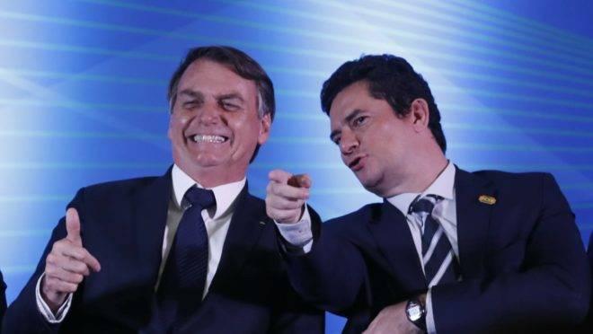 Jair Bolsonaro ao lado do ministro da Justiça e Segurança Pública Sérgio Moro.