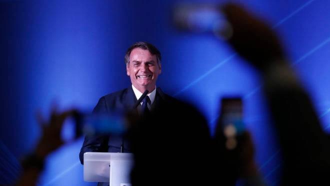 O presidente da República, Jair Bolsonaro (PSL), defendeu a correção da tabela do imposto de renda pela inflação para 2020 em entrevista neste domingo (12).