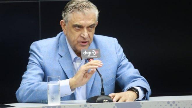 Petraglia durante tensa coletiva na Arena da Baixada: agressão verbal a jornalista.