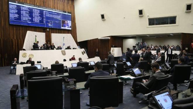 Sessão plenária da Alep.